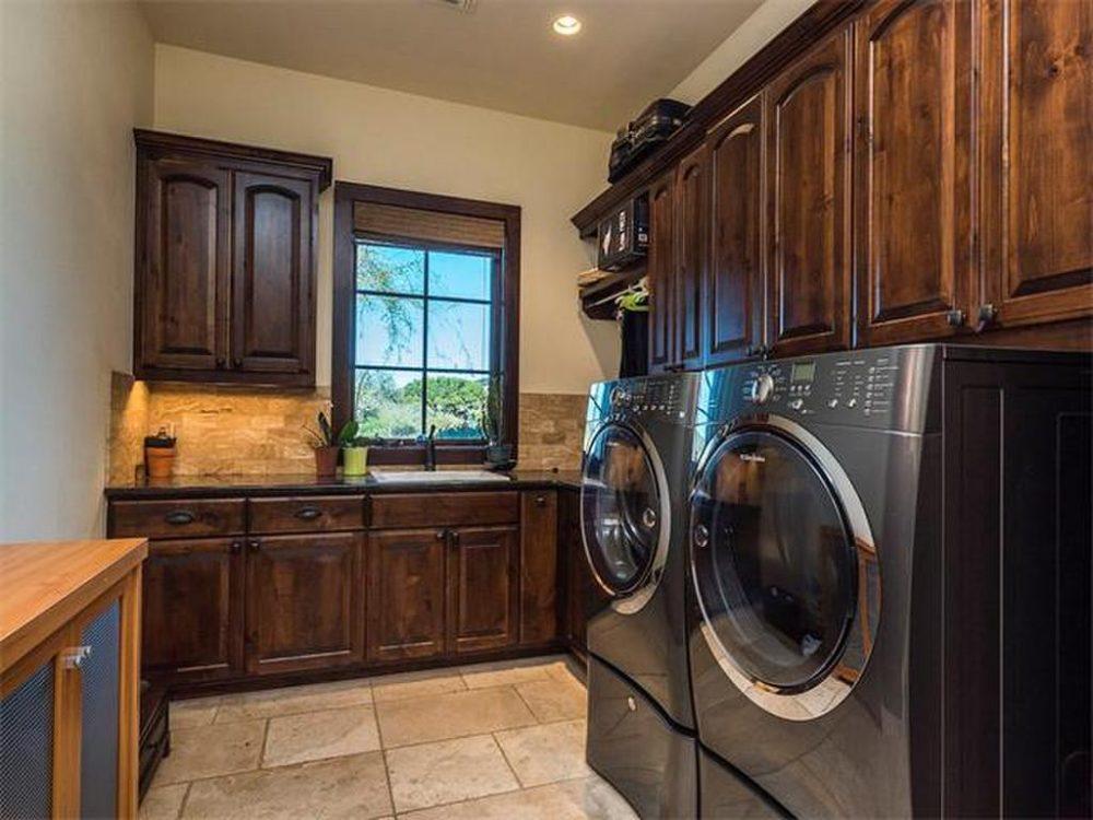 17217 Flagler laundry