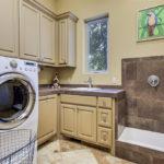 8017 Magnolia – laundry
